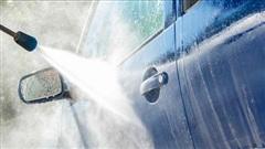 Những ''sát thủ thầm lặng'' gây hại ô tô khi rửa xe trong mùa hè