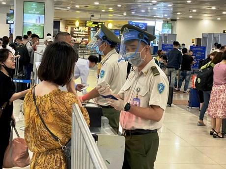 Phát hiện nhiều trường hợp sử dụng giấy phép lái xe giả để đi máy bay