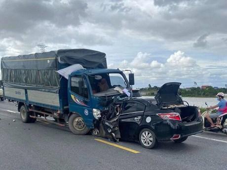 Vụ tai nạn giao thông ở Hưng Yên: Xe con lấn làn đâm trực diện xe tải