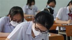 Thí sinh Đà Nẵng đeo kín khẩu trang trong phòng thi vào lớp 10