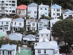 Bloomberg Economics cảnh báo nguy cơ bong bóng bất động sản toàn cầu