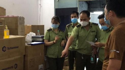 Phát hiện kho sản xuất mỹ phẩm nghi giả mạo thương hiệu nổi tiếng ở Hà Nội
