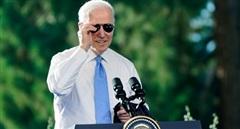 Tổng thống Mỹ Biden tặng ông Putin quà 'lạ'