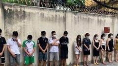 Bất chấp dịch Covid-19, quán karaoke ở Hà Nội vẫn cho 42 nam nữ bay lắc