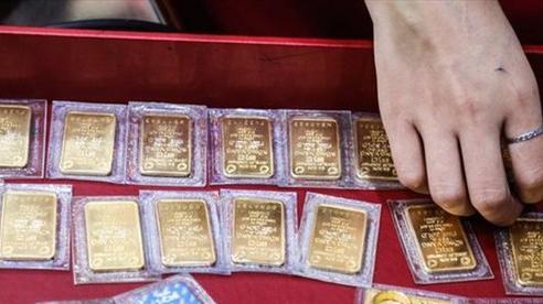 Giá vàng lao dốc, mong manh ngưỡng 57 triệu đồng/lượng