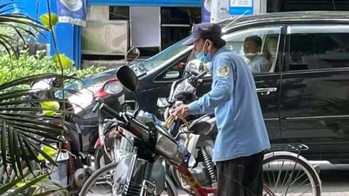 Thất nghiệp, người đàn ông dắt xe đạp đi tìm việc nhưng mãi không được, đến nơi cuối cùng chú nói một câu khiến ai cũng cảm động