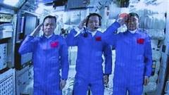 Khoảnh khắc phi hành gia Trung Quốc lên trạm vũ trụ Thiên Cung