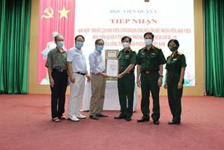 Fucoidan Việt Nam trao 20.000 viên Fucoidan tặng cho y, bác sĩ Học viện Quân y tham gia chống dịch Covid-19