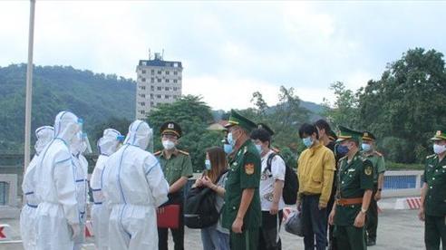 Trao trả 3 người Trung Quốc nhập cảnh trái phép vào Việt Nam