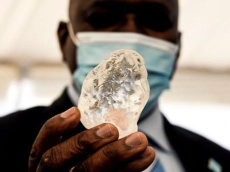 Phát hiện viên kim cương lớn thứ ba thế giới tại Botswana