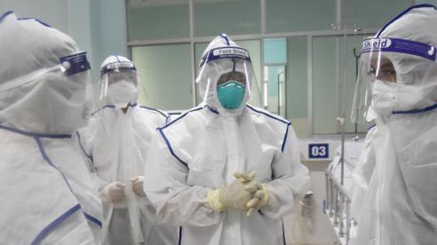 Thứ trưởng Bộ Y tế: Nhân viên y tế không tiêm vaccine không được tham gia điều trị bệnh nhân