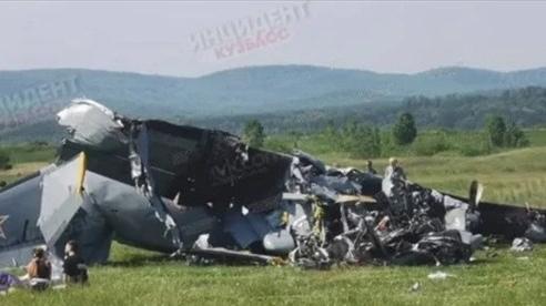 NÓNG! Rơi máy bay ở Nga, ít nhất 7 người thiệt mạng, 13 người bị thương