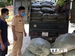 Cao Bằng: Phát hiện trên 2 tấn nguyên liệu thuốc lá nhập lậu
