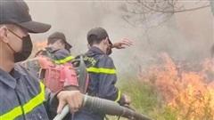 Nghệ An: Nỗ lực dập lửa, cứu rừng giữa trưa nắng gắt