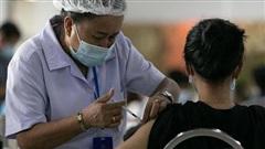 Lào tiêm vaccine Sinopharm cho người trên 60 tuổi