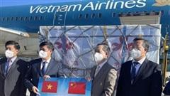 Vietnam Airlines vận chuyển an toàn 500.000 liều vaccine về Hà Nội