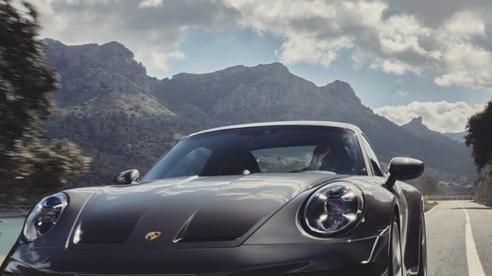 Porsche 911 GT3 Touring 2022 có giá khởi điểm lên đến 161.100 USD