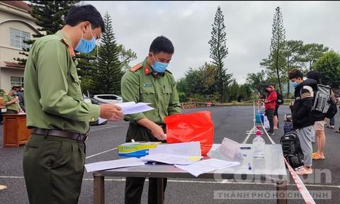 Lâm Đồng: Dừng xe hợp đồng, xe du lịch từ nhiều tỉnh, thành để phòng dịch