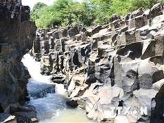 Phát hiện suối đá cổ trên 100 triệu năm tuổi, giống Gành Đá Đĩa