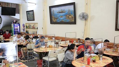 Hà Nội: Cửa hàng kinh doanh thực hiện nghiêm các biện pháp phòng, chống dịch