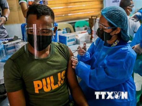 Philippines cảnh báo phạt tù những người từ chối tiêm vaccine