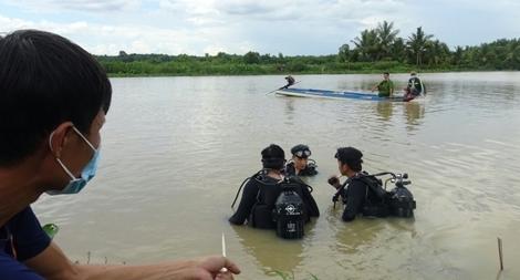 Rủ nhau tắm sông Sài Gòn, 2 người đuối nước thương tâm