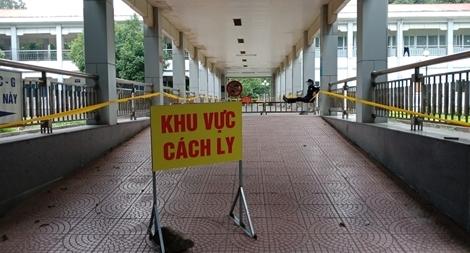 Đưa vợ chồng chủ quán cơm ở Ninh Thuận đi cách ly tập trung