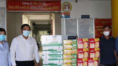 Tiền Giang: Trao quà cho 97 trẻ em đang ở khu vực cách ly