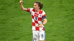 Luka Modric lập siêu phẩm, Croatia tiễn Scotland rời giải