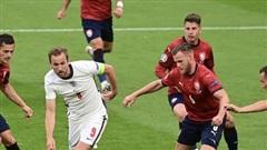 Anh thắng tối thiểu Cộng hòa Séc để lên ngôi đầu bảng