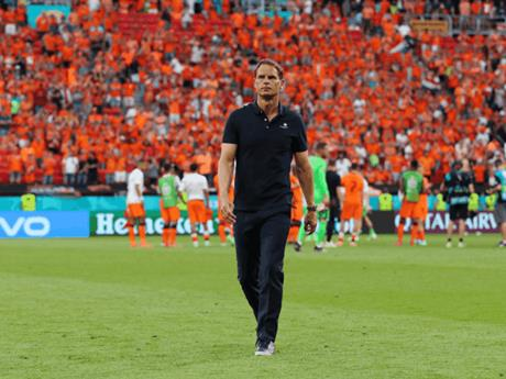 HLV Frank De Boer tuyên bố từ chức sau thất bại sốc của Hà Lan