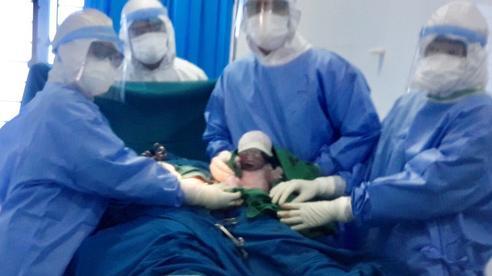 Quảng Ngãi: Thai phụ mắc Covid-19 sinh con trong khu cách ly
