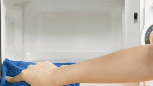 4 mẹo đơn giản giúp làm sạch lò vi sóng