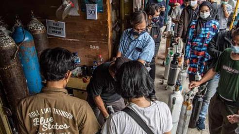 Indonesia nguy cơ rơi vào khủng hoảng thiếu bình oxy