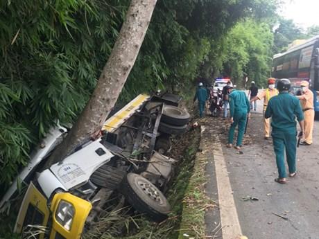 Lâm Đồng: Lật xe tải trên đèo Bảo Lộc làm 3 người thương vong