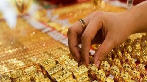Giá vàng tăng vượt mốc 57 triệu đồng/lượng trong ngày cuối tuần