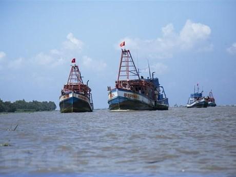 Hai phương tiện chở 25 ngư dân từ Malaysia về Việt Nam bằng đường biển