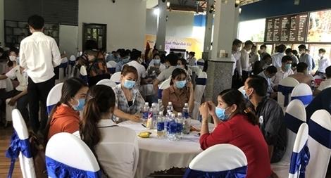 Bất chấp dịch bệnh, hơn 100 người vẫn tham gia sự kiện tại Bình Phước