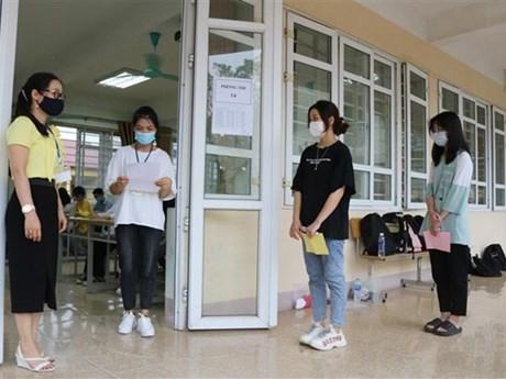 Trên 67.000 học sinh Hà Nội làm thủ tục nhập học vào lớp 10 công lập