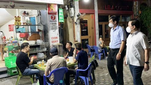 Đột xuất kiểm tra, lãnh đạo Hà Nội bắt tại trận nhiều cửa hàng vi phạm
