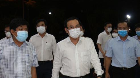 Bí thư Thành ủy TP.HCM kiểm tra đột xuất chợ Bình Điền sau khi phát hiện 39 ca mắc Covid-19 và nhiều ca nghi mắc