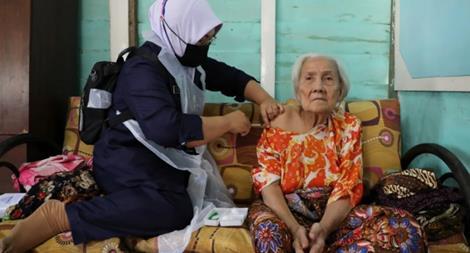 Người dân Indonesia đổ xô đi mua 'thần dược' chữa COVID-19