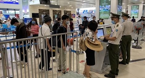 Hơn 13.700 hành khách từ Hồ Chí Minh bay ra Hà Nội