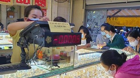Giá vàng đầu tuần tăng giảm trái chiều