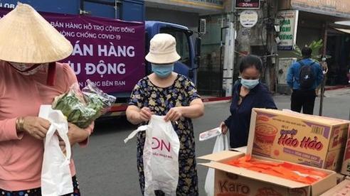 Siêu thị chở thực phẩm bán tận nhà cho dân