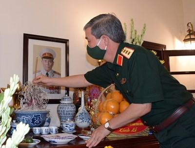 Thủ trưởng Tổng cục Chính trị dâng hương, tri ân Đại tướng Chu Huy Mân