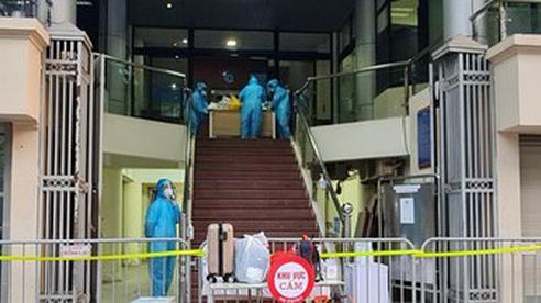 Nữ nhân viên ngân hàng đi viện khám, phát hiện nhiễm SARS-CoV-2 chưa rõ nguồn lây