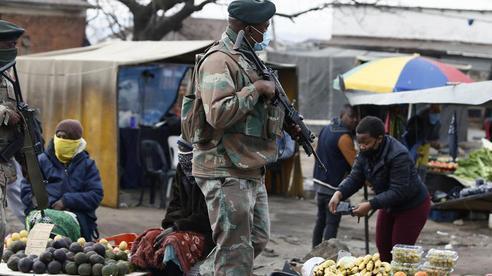 Bạo loạn Nam Phi: Ít nhất 117 người chết, hàng chục ngàn binh sĩ xuất quân
