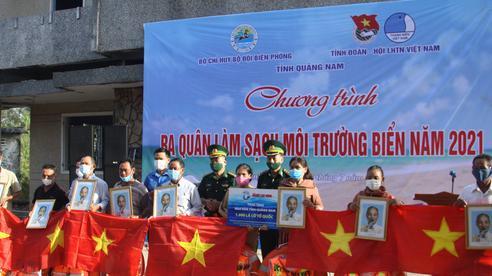 Cờ Tổ quốc đến với ngư dân Quảng Nam
