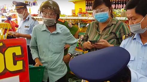Lập biên bản vi phạm hành chính cửa hàng Bách Hóa Xanh ở Sóc Trăng